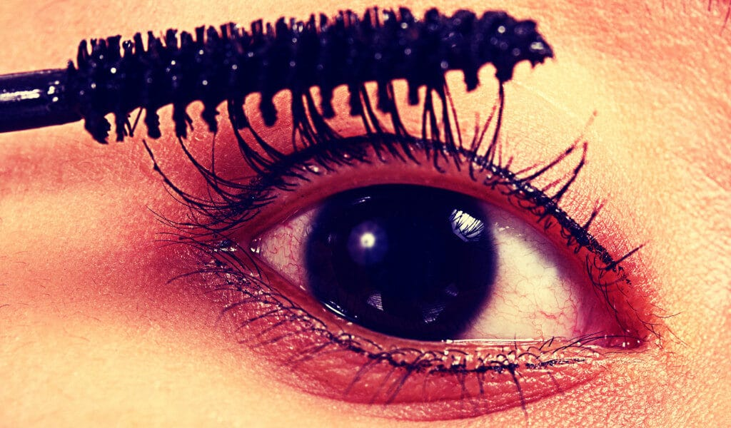 mascara-make-eyes-bigger